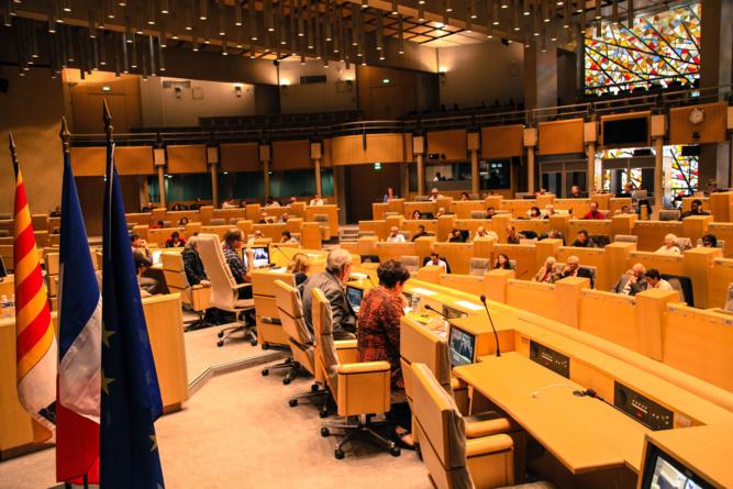 Séance plénière dans l'hémicycle du Conseil régional de Provence-Alpes-Côte d'Azur