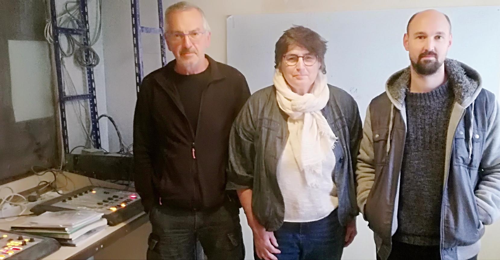 L'équipe sur place nuit et jour : de gauche a droite, l'écrivain Louis Perego, fondateur de la radio et secrétaire de l'association, Frédérique Monod, Directrice, et Morgan Canin, l'animateur technico-réalisateur.