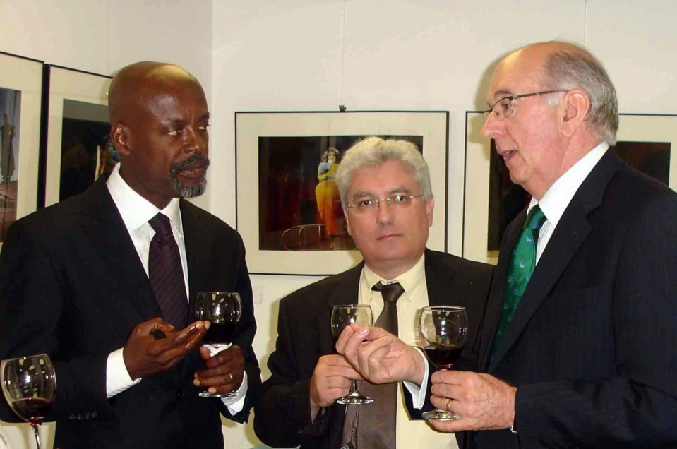 Emmanuel Boutterin entouré de Yaw Owsu Addo, Directeur Juridique de l'African Broadcaster Union (ABU) et de Manuel Gonzales, du Bureau de l'Académie espagnole de la Radio