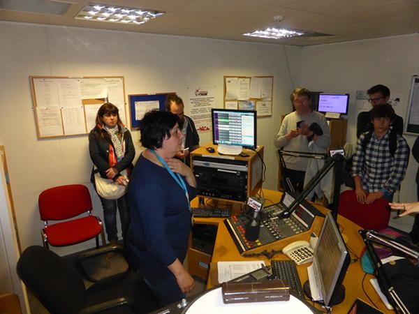 Sally Galiana reçoit la délégation à Near FM